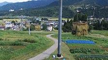 その名も「天空米」 魚沼コシヒカリ、リフトで天日干し