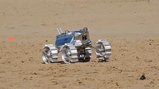 鳥取砂丘で月面探査機の試験 レース参加の日本チーム