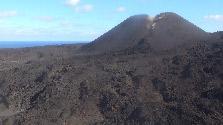西之島に研究者ら初上陸 火山島の成長過程や生態系調査