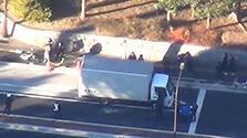 トラック暴走、追跡のパトカー6台に衝突 東京・江東