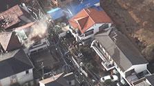 住宅など5棟火災、56歳女性死亡 東京・世田谷