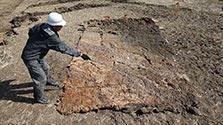 断層面を後世に 熊本地震、地層はぎ取る作業を実施