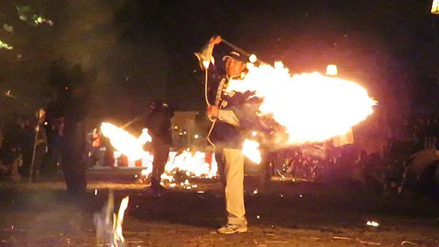 阿蘇神社で「火振り神事」 被災乗り越え春告げる