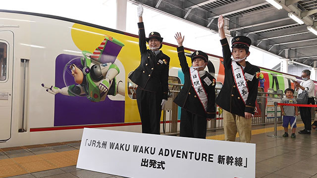 トイ?ストーリーの九州新幹線、1番列車は満席で出発