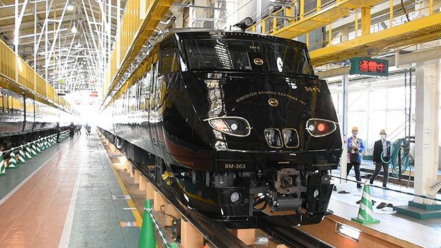 JR九州、新観光列車「36ぷらす3」を公開 畳敷きも
