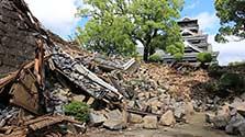 門や石垣、無残に崩壊…熊本城、地震後初めて報道公開