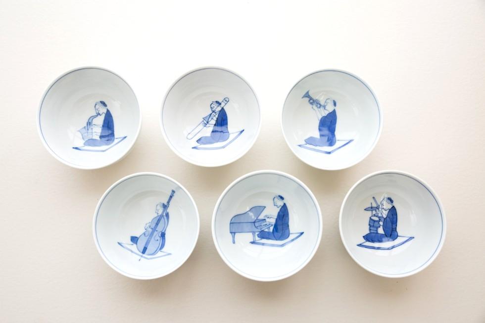 サックスやトランペット、ドラムなどが描かれた『笛吹』シリーズ。約10年前、知人であるトロンボーン奏者とサックス奏者の結婚式の引き出物としてつくったことから誕生した