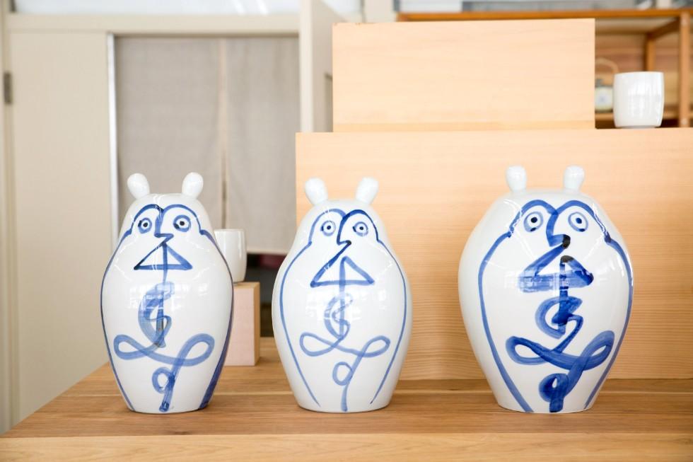 寿福老の貯金箱(左、中)と、寿福老の置物(右)※金額は要問合せ