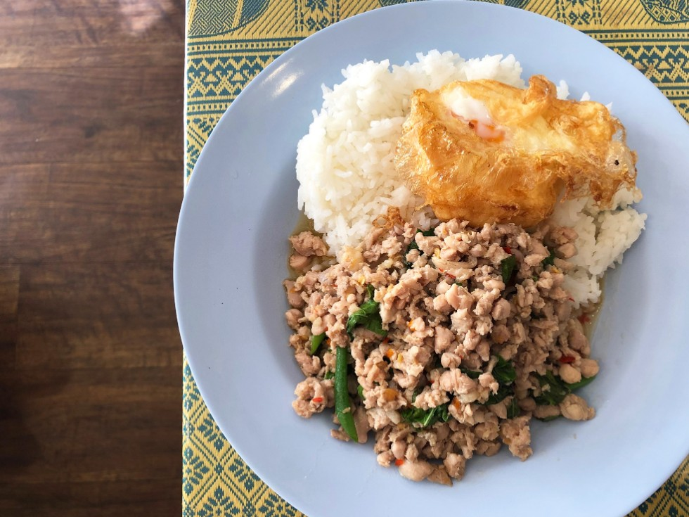 ガパオライスはやさしい味 タイ東北部の味を楽しめる<br>「バンコク食堂ポーモンコン」(東京・五反田)