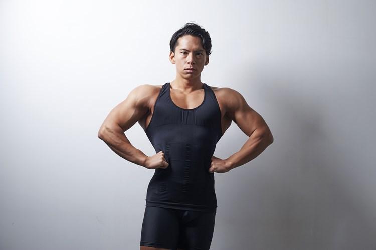 『筋肉体操』で話題の小林航太さん 東大出身、仕事は弁護士……でも「自信がないから筋トレしてた」