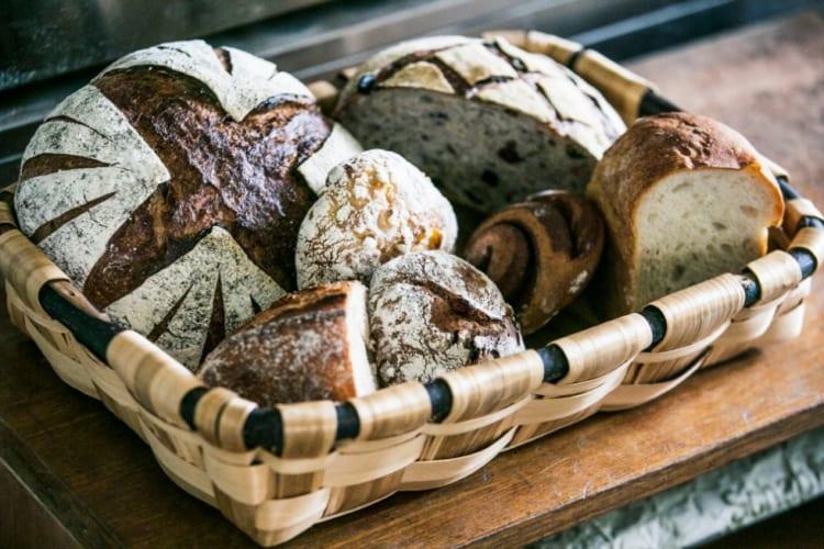 季節の酵母を使う「畑のコウボパン タロー屋」では、訪れる度に新しいパンに出会える