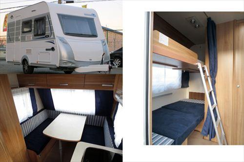 けん引免許不要なトレーラーの例。ダブルベッドに二段ベッド、キッチンにトイレと4人家族に十分な広さと装備があります