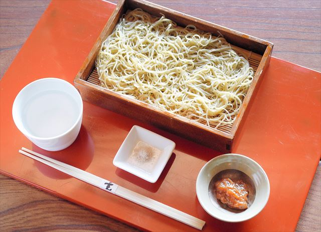「玄」の梅たたきの水蕎麦(そば)