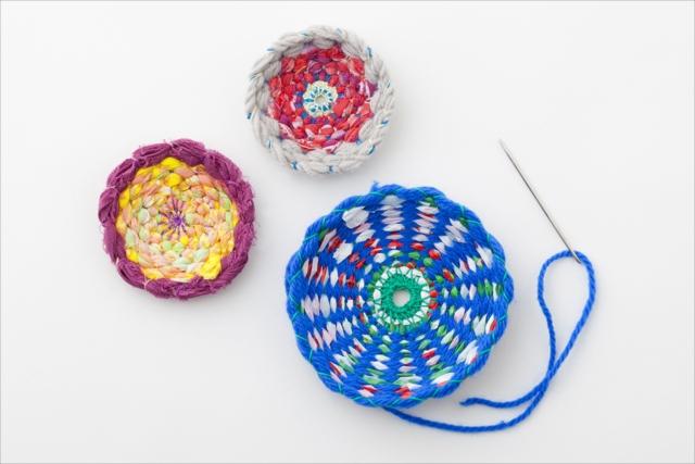 丸くてかわいい織物をつくる小さな織機「MARUIRO」