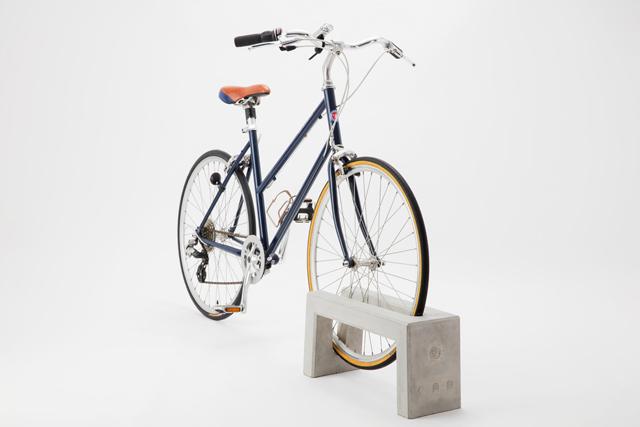 コンクリートの造形が美しい、「典型」的な自転車止め