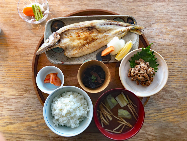 渋谷で味わう全国の郷土料理「d47食堂」(東京・渋谷)