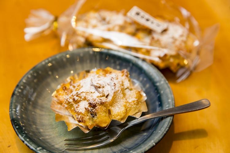おみやげ用の「卯の花ケーキ」は2個入り250円。