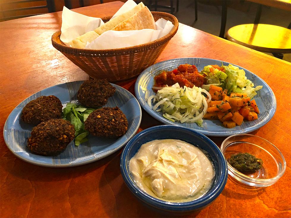 イスラエル料理店の「ファラフェルサンド」で中東旅行気分 石田ゆうすけ『洗面器でヤギごはん』