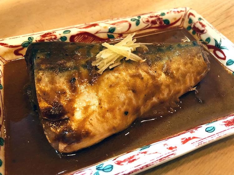 骨が全く気にならないのに驚いた。そういえば母の魚料理も同じで、手間はかかるが、骨をあらかじめ抜いたりじっくり煮込んだりしてくれていた。料理をおいしく作る秘訣は、心を込めて下処理をしておくことなのだと改めて学んだ