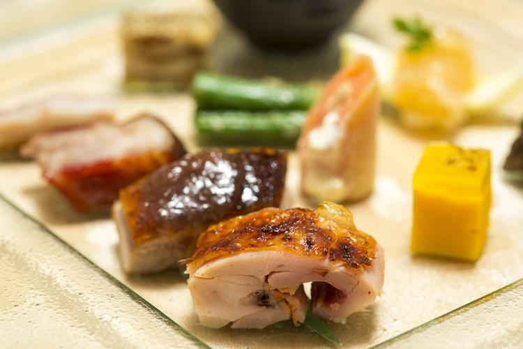 手前から、鶏もも肉、鴨肉、豚スペアリブ、豚トロ