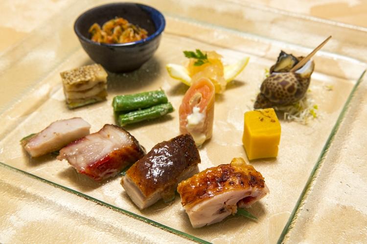 日替わりの焼き物が楽しめる「香港バーベキュー入り個々盛り前菜」1680円