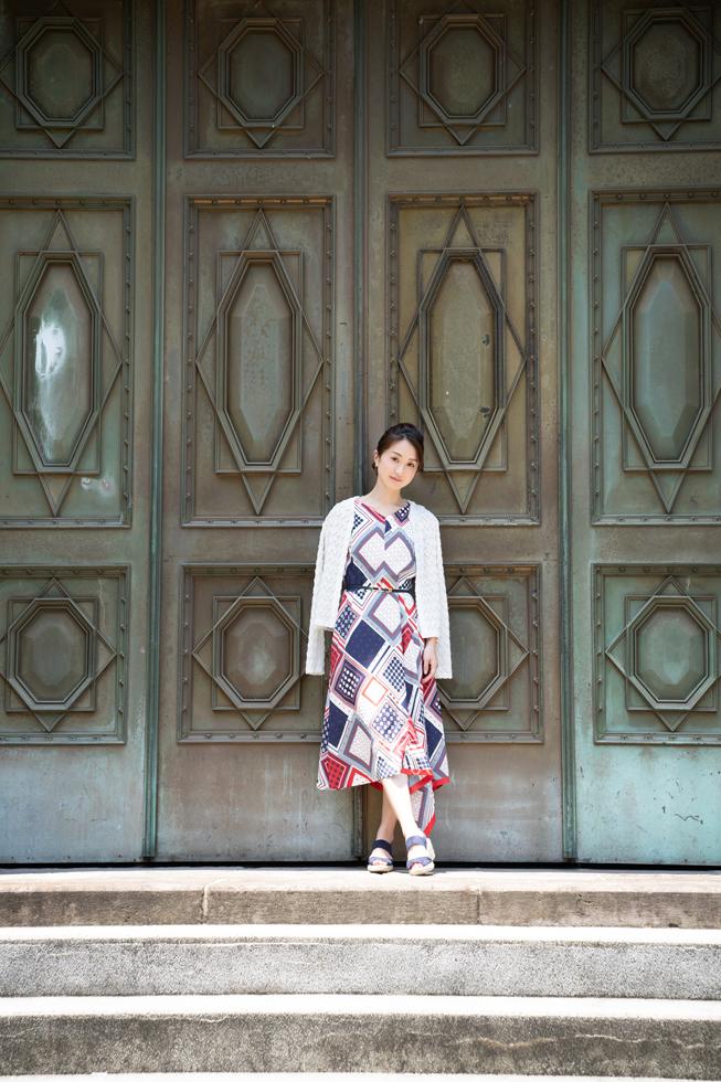 日本ではなかなか見られない立派な扉。この扉の向こう側には何があるんだろう。なんとなく梨木香歩さんの小説『裏庭』をふと思い出した