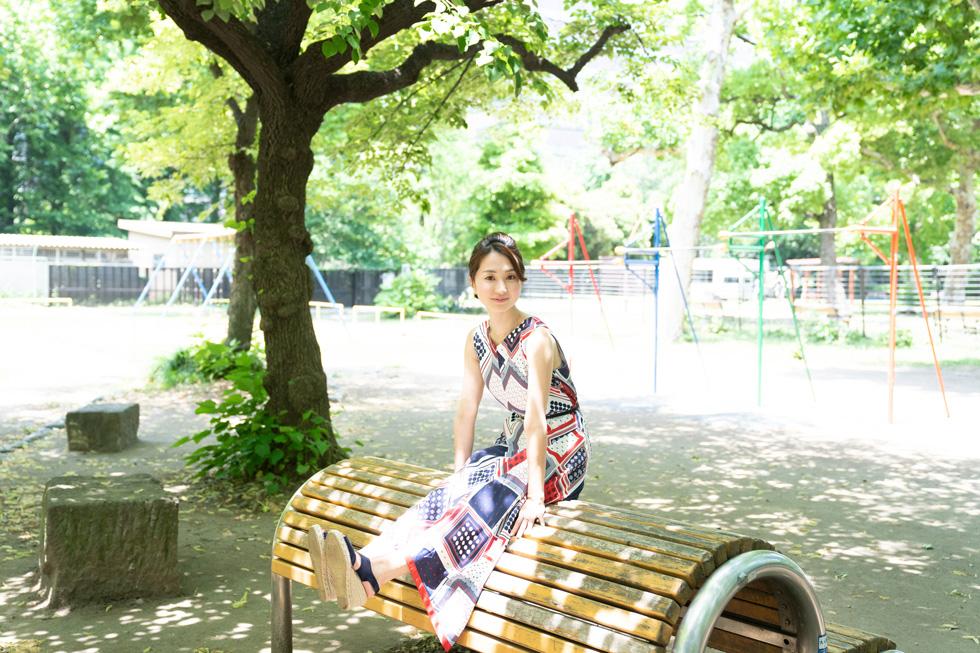 小さい頃からこんな公園が大好きでした。木漏れ日に、子供たちの笑い声。究極の癒やしの時間