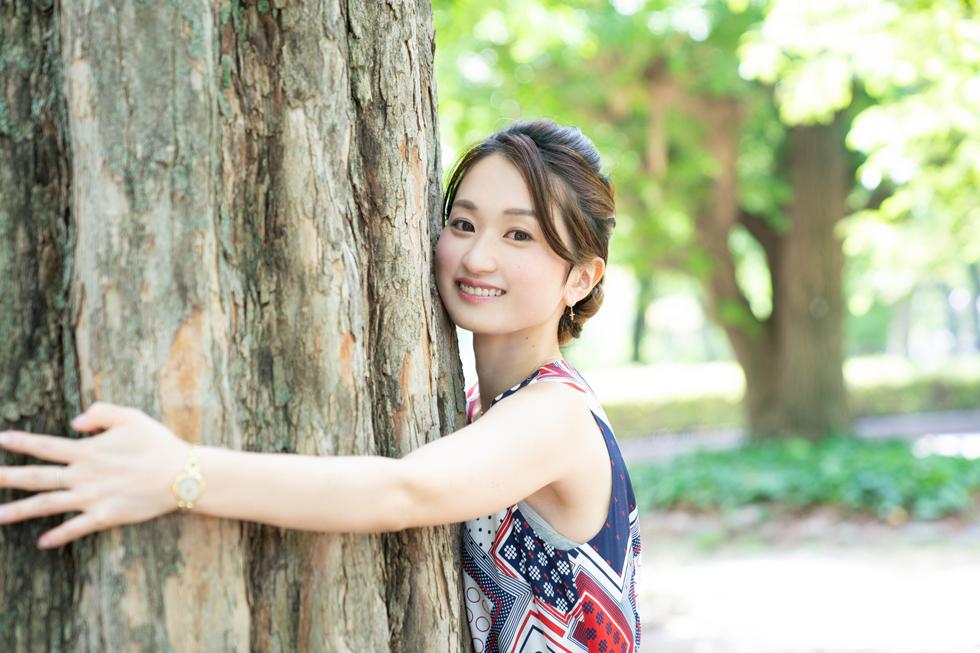 自然の中で育ってきた私。こんな大きくてりっぱな木を見ると ついつい抱きついてエネルギーチャージをしてしまう