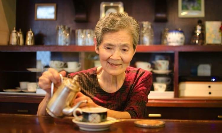 コーヒーサロン原の上野由幾恵さん。いつも明るくチャーミングな女性です