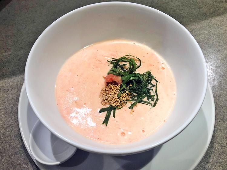 「明太クリームそうめん ハーフサイズ(600円)」。温かいソースとそうめんを組み合わせても、麺の食感は損なわれずずっとプリプリした舌触り