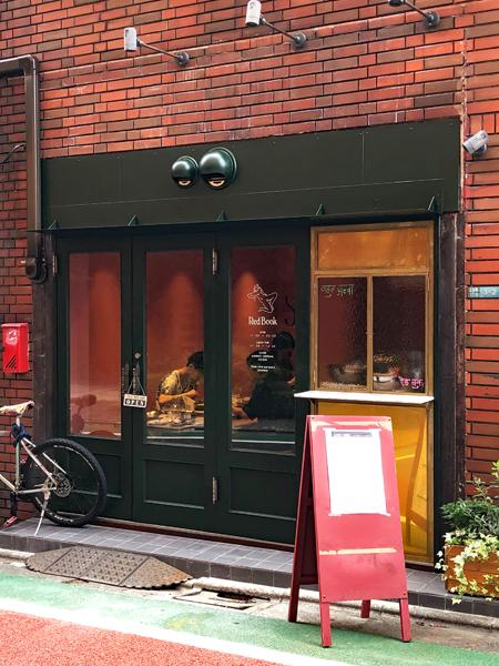 赤レンガの外壁が歴史を感じさせるが、店内はきれいにリニューアル