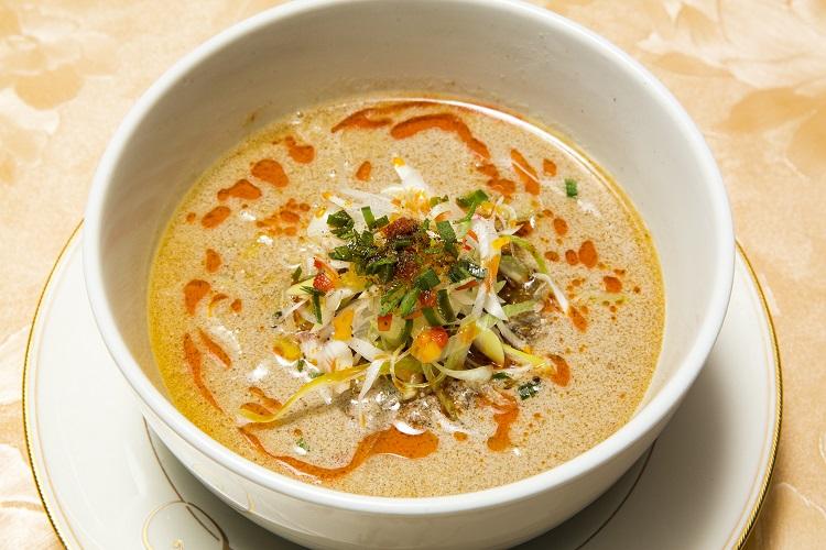 「銀座芳園」の担々麺