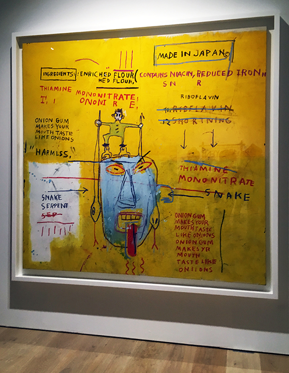 「メイド・イン・ジャパン©」は右上に描かれている。森美術館のバスキアの回顧展のタイトルは、この絵の文字から取られたそうだ / ジャン=ミシェル・バスキア Onion Gum, 1983 acrylic and oilstick on canvas 198.1 x 203.2  x 5cm Courtesy Van de Weghe Fine Art, New York Photo: Camerarts, New York Artwork © Estate of Jean-Michel Basquiat.  Licensed by Artestar, New York