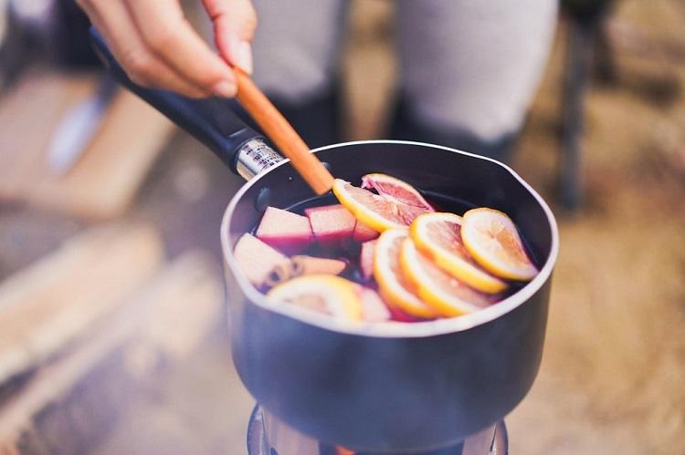【冬キャンプのすすめvol.3】冬は外でホットワイン。簡単レシピでカラダを内側から温める