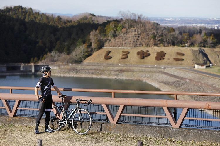展望台からの眺めを楽しむ。天気がいい日にははるか遠くに東京スカイツリーまで見える
