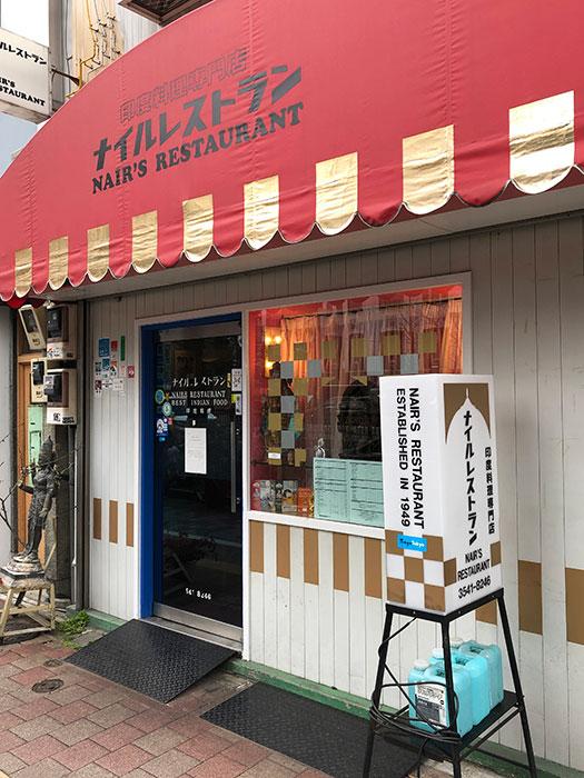 昭和通りを挟んだ向かい側は歌舞伎座。役者や舞台関係者のファンも多い