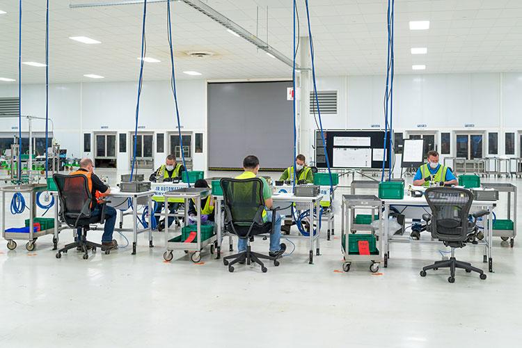 工場の一部でマスクを作る米ゼネラルモーターズ(写真=General Motors提供)