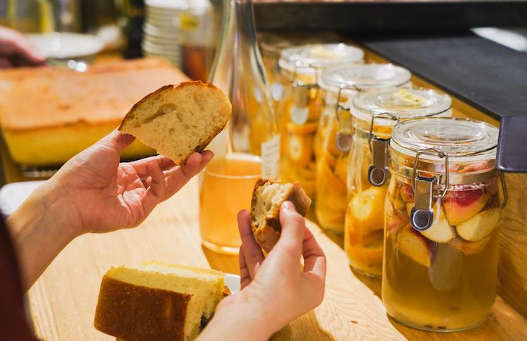 「パンとお酒を」西小山で食と友情のつながり「Cizia」が提供するあたたかな空間