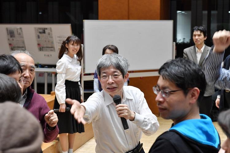 講演や対談企画の際に講演や対談企画の際に、観客を巻きこんだワークショップを開くこともしょっちゅうだ=2018年12月19日、東京・築地の朝日新聞社で、観客を巻きこんだワークショップを開くこともしょっちゅうだ=2018年12月19日、東京・築地の朝日新聞社で