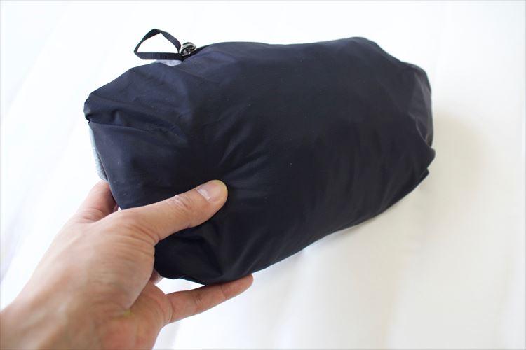 左のポケットの内側にカラビナ用のループが付いている