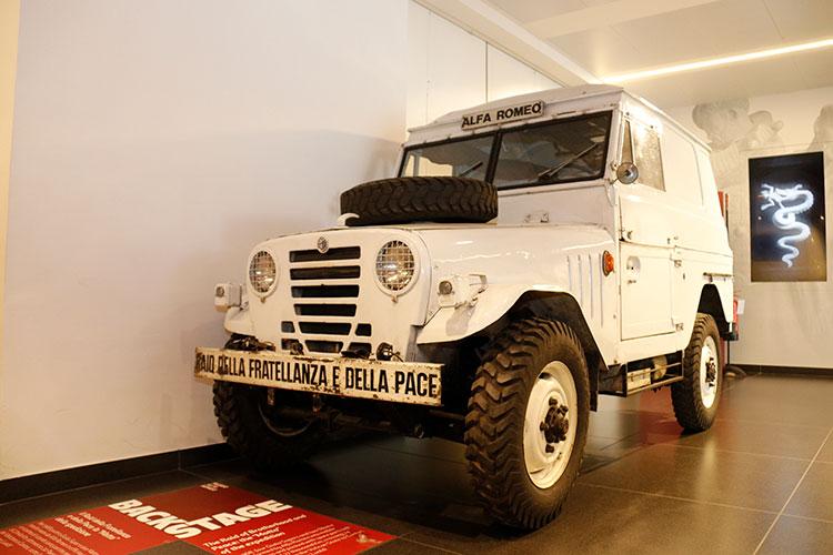 """アルファロメオ1900M""""マッタ""""。1968年、平和使節としてバチカン市国から中国広東省まで24の国と地域・2万4千キロメートルを走破した"""