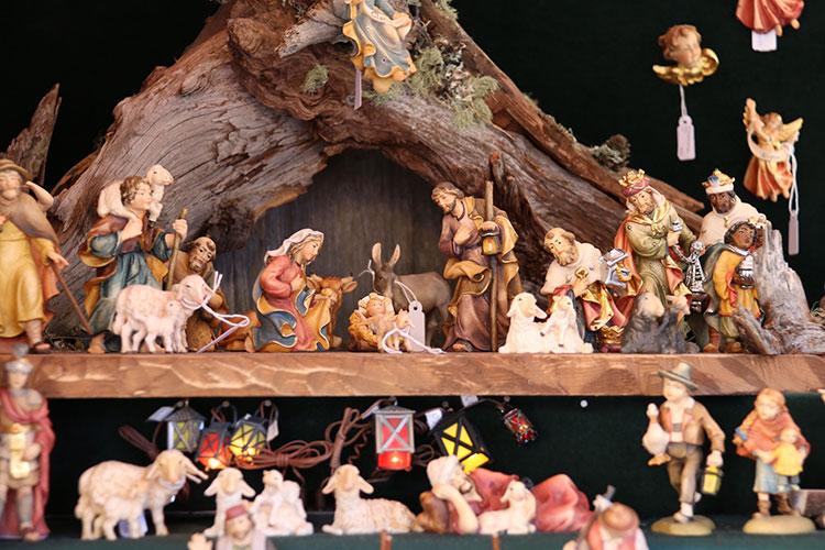イエス・キリストの生誕場面をミニチュア人形で再現するプレゼペ
