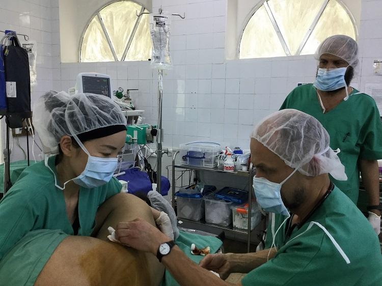 紛争地で医師や看護師が病にふせたら……異国での心細さも癒やしてくれる現地の料理人と病人食