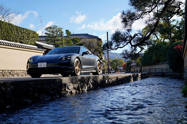 スポーツカー愛好者を失望させないピュアEV ポルシェ・タイカンに京都で試乗