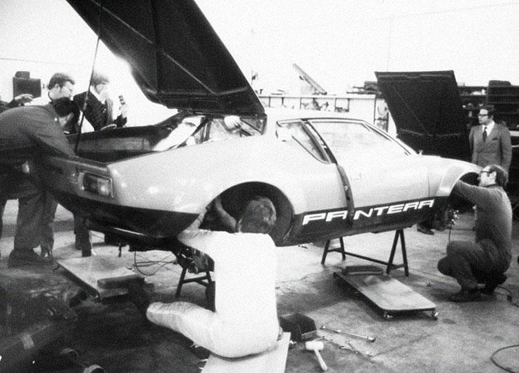 パンテーラは最後までほとんど手作業で組み立てられていた