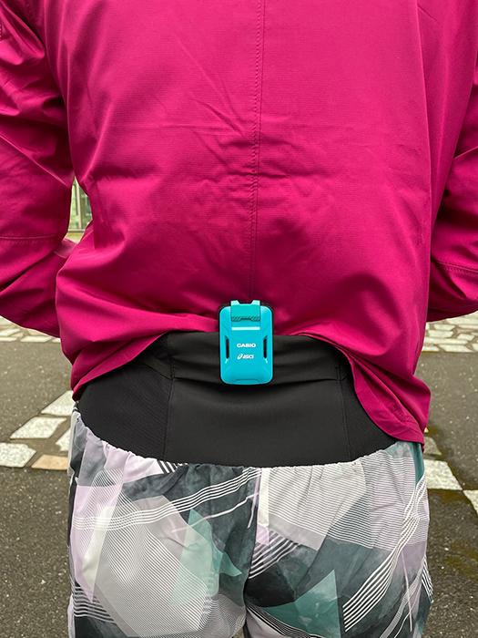 腰につけたセンサーが骨盤の動きを検知することでさまざまなデータが得られる