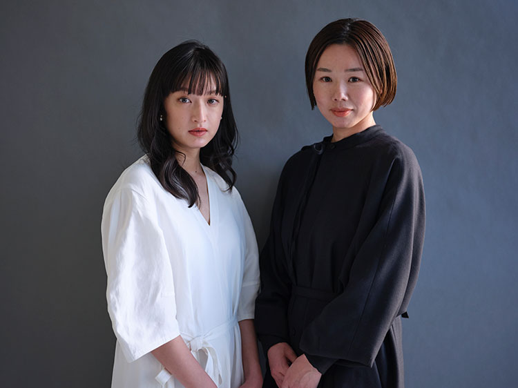 主人公の榛原華子を演じた門脇麦さん(左)と岨手由貴子監督
