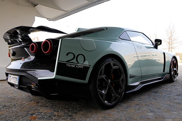 テストカーのタイヤはピレリだったが、生産される車両は前後ともミシュラン・パイロット・スーパースポーツが装着される