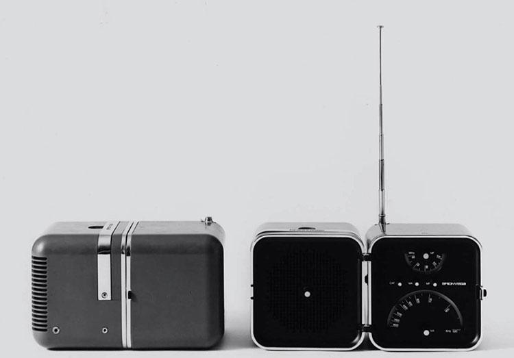 M.ザヌーゾ/R.ザッパーのデザインによる1964年「ラジオ.クーボ」。MoMA永久所蔵品に選定されている