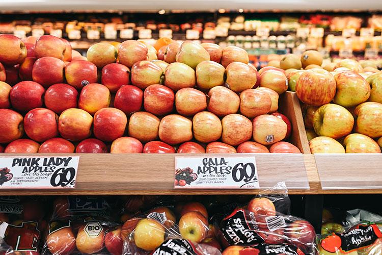 普通のスーパーマーケットだが、色鮮やかに感じた